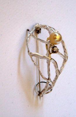 Broche en plata 925 con pendiente de oro con perla y brillante